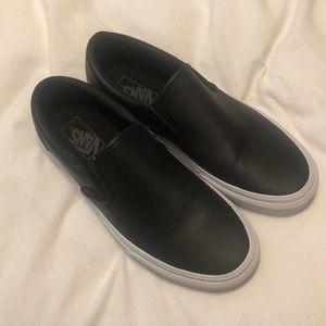 Black Vans Classic Slip On